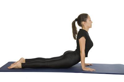 Tập yoga để tăng cân với tư thế rắn hổ mang