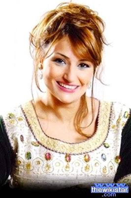 قصة حياة نجاة الوافي (Najat Lwafi)، ممثلة ومذيعة مغربية، من مواليد 1973