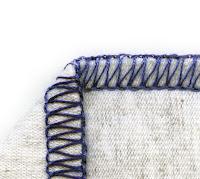 Bir kumaş kenarlarındaki overlok dikiş