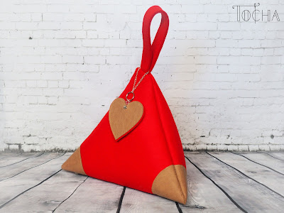 irregular tetrahedron, pyramid, wristlet, eco felt, vegan bag, kraft tex, washpapa, washable paper, charms, handbag, vegan leather, felt, irregular, red, felt bag,