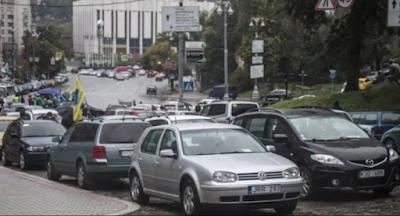 Рада приняла законы о растаможке автомобилей на еврономерах