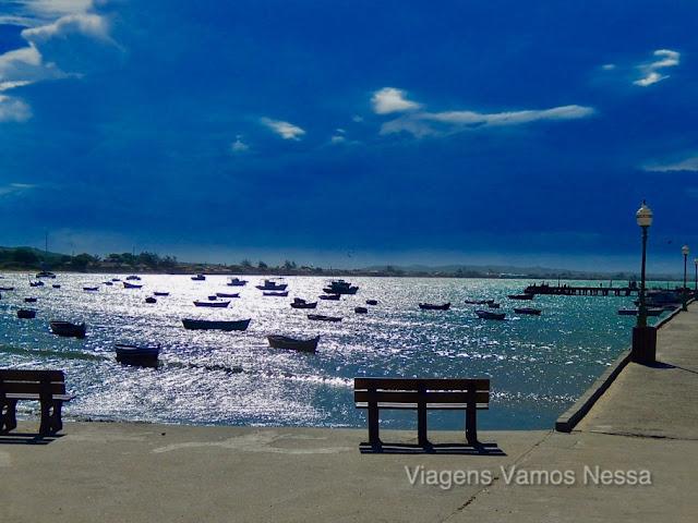 Foto do mar no entardecer no Porto da Barra, Manguinhos Búzios