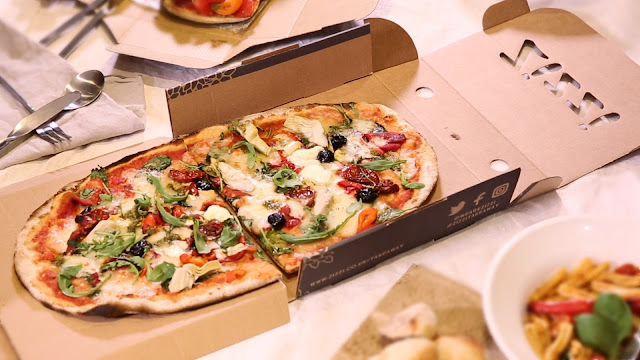 hop-dung-banh-pizza-zizzi