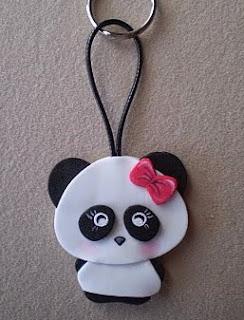 http://manualidadesreciclables.com/15450/hacer-llaveros-de-osos-pandas
