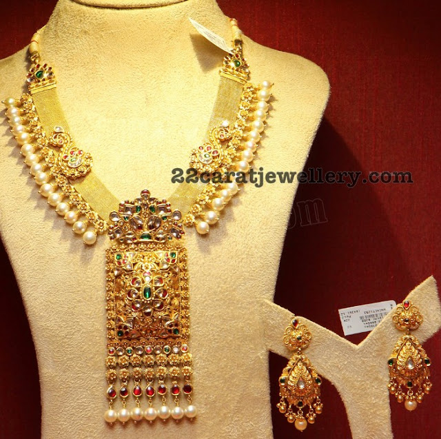 Broad Antique Set with Kundan Pendant