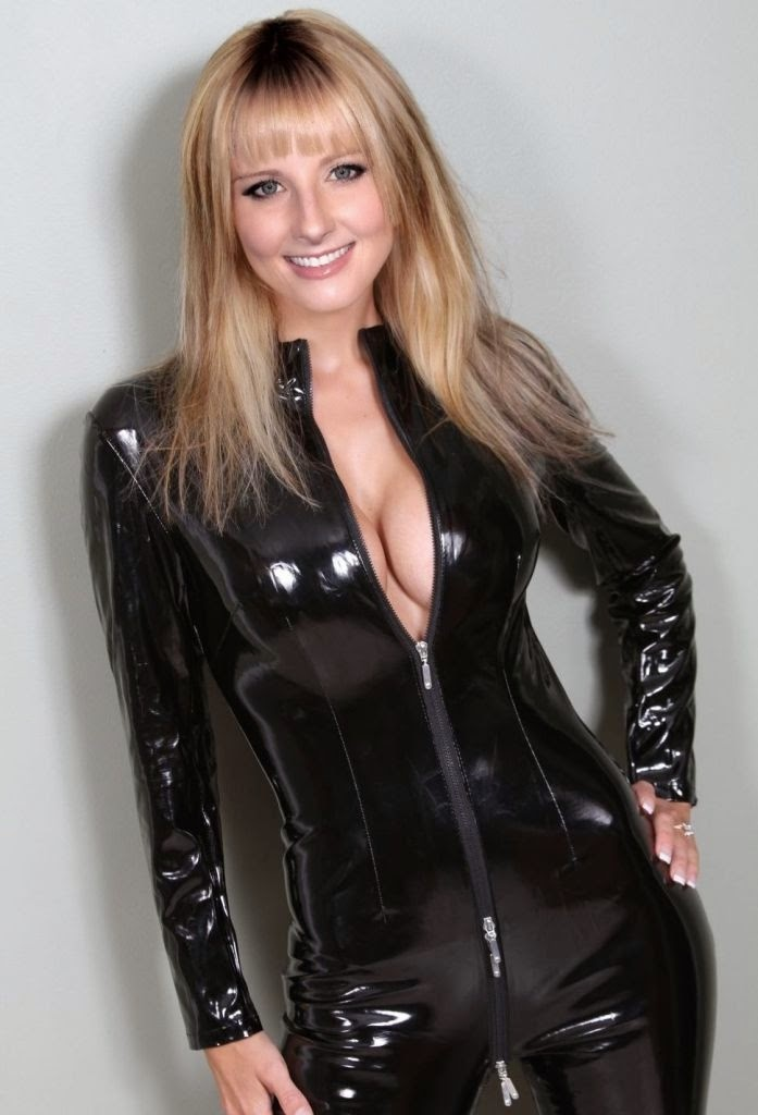 big bang theory, melissa rauch in dominatrix catsuit, Bernadette Rostenkowski Wolowitz