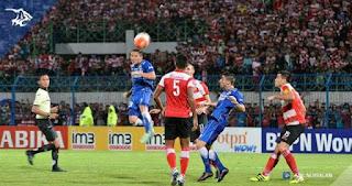Prediksi Madura United vs Persib Bandung 9 Juli 2017. Duel Essien vs Odemwingie.