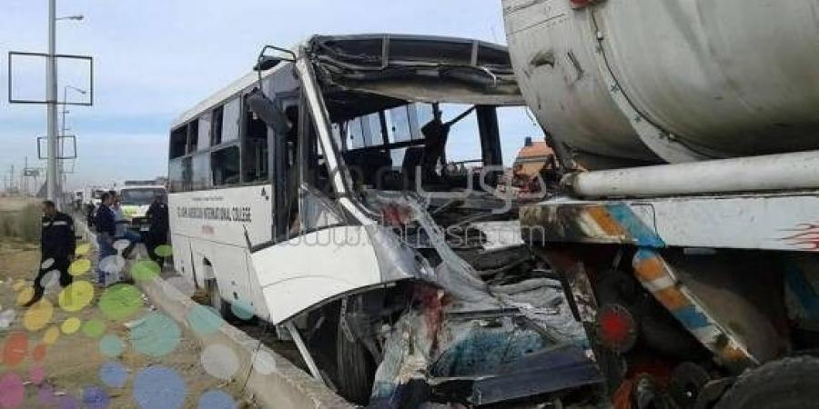 عاجل..أوتوبيس مدرسة يصطدم بسيارة نقل ثقيل بطريق السويس تسبب في إصابات كثيرة ووفيات