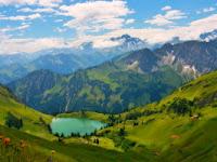 Inilah Bedanya Gunung dan Bukit