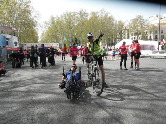 handbike y bici en la maraton de madrid 2018