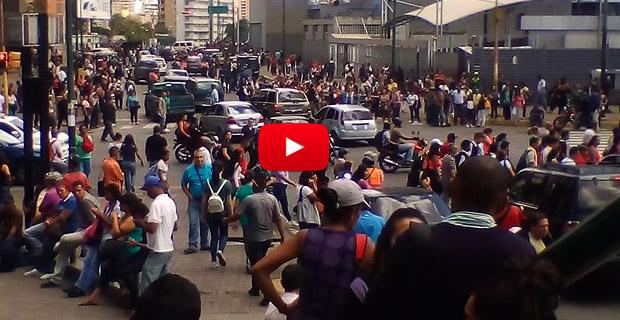 Desastre en Caracas - Mega Apagón dejó a mucha gente a su suerte en la calle