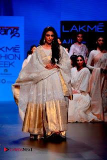 Actress Tabu Walk on Ramp for Gaurang Shah at Lakme Fashion Week  0005.jpg