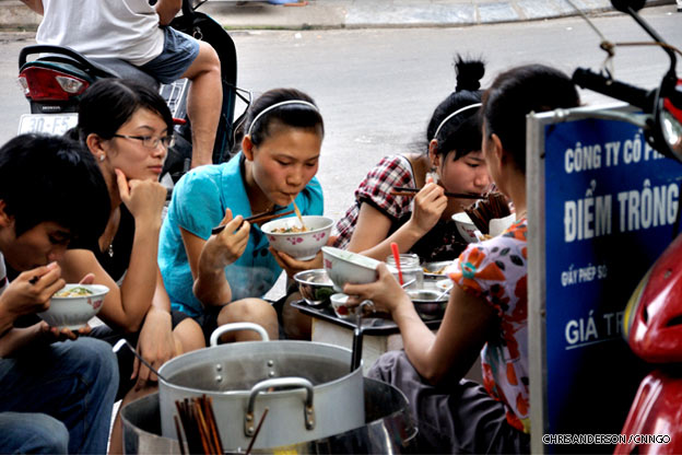 hanoi-street-food-vietnam-1