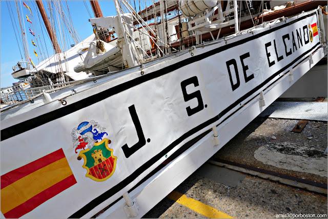 Entrada al Buque Escuela de la Armada Española Juan Sebastián de Elcano en el Puerto de Boston