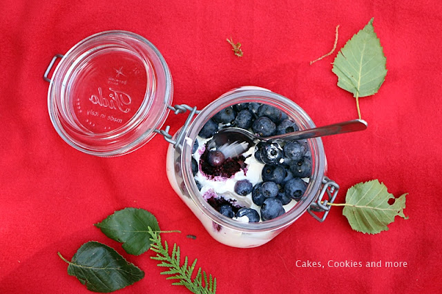 Tiramisu mit Heidelbeeren im Glas
