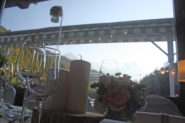 Hochzeitsdinner Pastell und Vintage Hochzeit in zarten Regenbogenfarben, Riessersee Hotel, Garmisch, Bayern, vintage lake-side wedding in pastel colours, Germany, Bavaria, wedding destination
