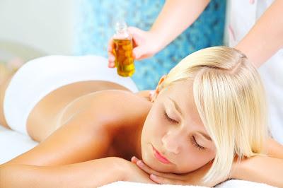 Faire sa propre huile de massage minceur active à la maison