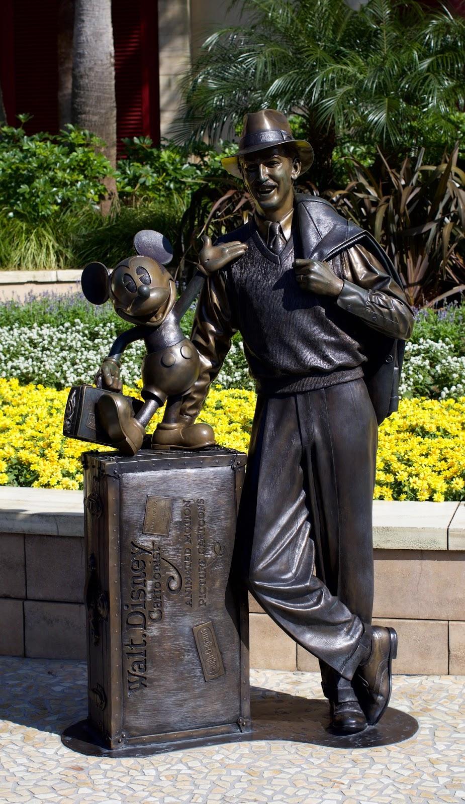 Tokyo-Disney-Sea-Walt-Disney-Mickey-Mouse-statue