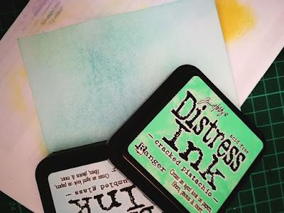 come usare i distress ink per ottenere un effetto sfumato bicolore