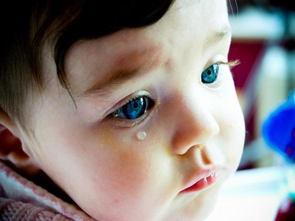 solo le ayude a llorar