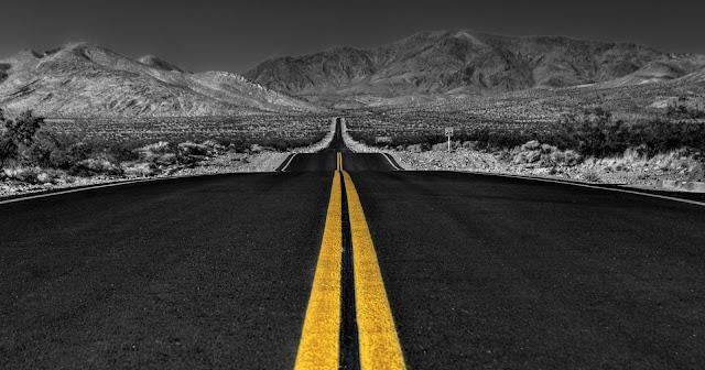 Long Desert Road B/W Wallpapers