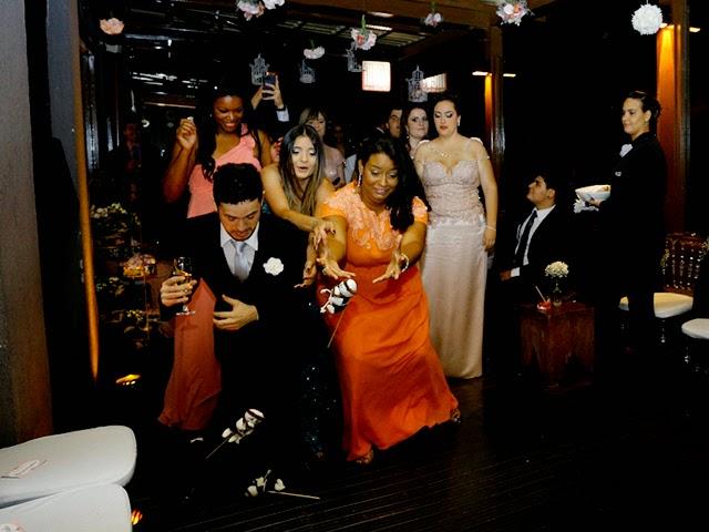 Jogando o Buquê de Noiva Santo Antônio - Mini Wedding / Casamento