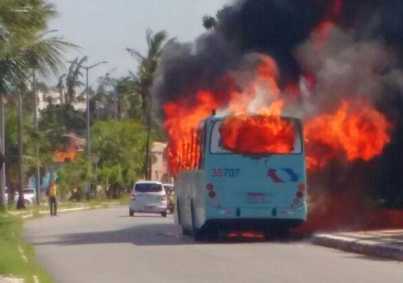 Sindiônibus confirma pelo menos dez ataques a ônibus na Região Metropolitana de Fortaleza