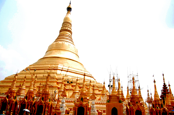 bowdywanders.com Singapore Travel Blog Philippines Photo :: Myanmar :: Shwedagon Pagoda in Yangon, Myanmar