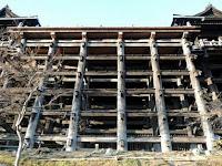Percaya Tahayul, Ratusan Orang Terjun Bebas dari Kuil Ini, Banyak Yang Tewas - Tribunnews .com