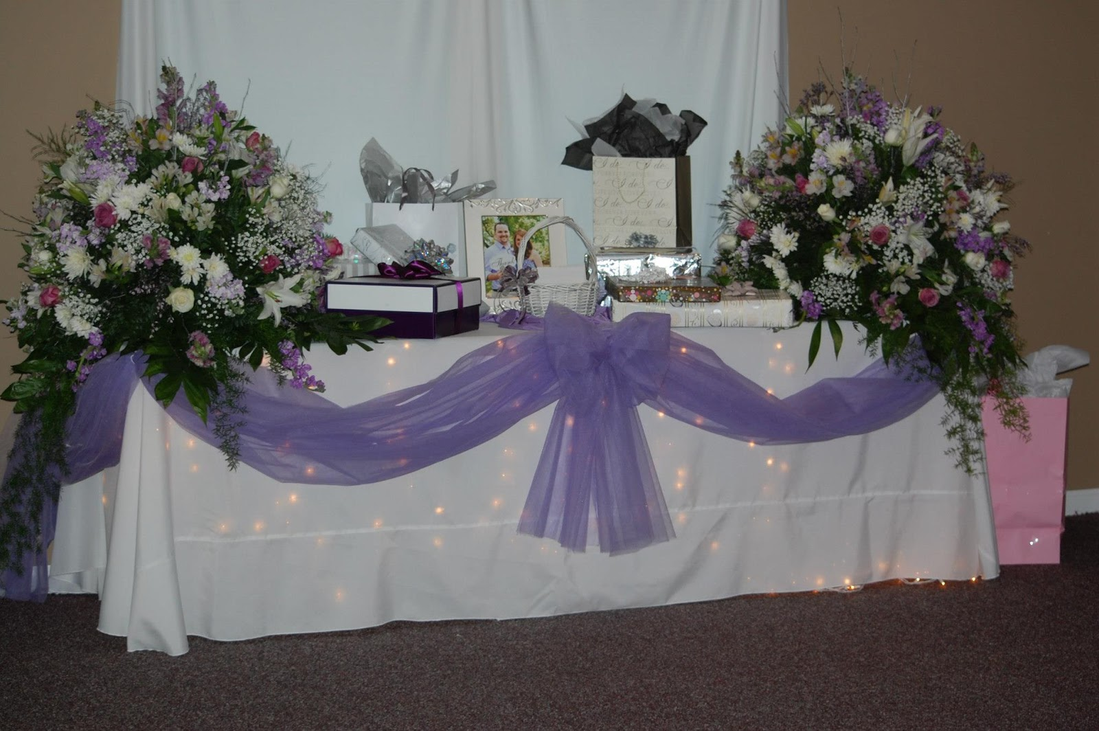 how to decorate table with tulle
