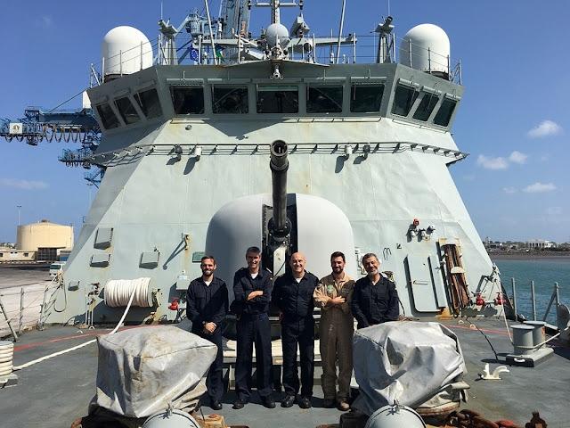 """El A-14 """"Patiño"""" releva al P-42 """"Rayo"""" en la operación Atalanta contra la piratería"""