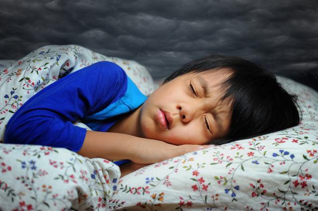 Mungkin Anda bingung, kenapa hampir setiap kali tertidur selalu terbangun dengan kondisi kaget atau tersentak. Dalam dunia medis, kondisi tersebut disebut dengan hypnic jerk.