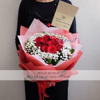 bunga valentine, buket bunga dan cokelat, buket bunga ferrero rocher, buket bunga mawar, bunga mawar valentine, handbouquet mawar, bunga mawar 100tangkai, buket rose, toko bunga, florist jakarta, toko bunga grogol