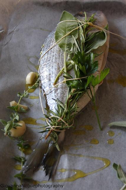 Orata alle erbe aromatiche e patate arrosto
