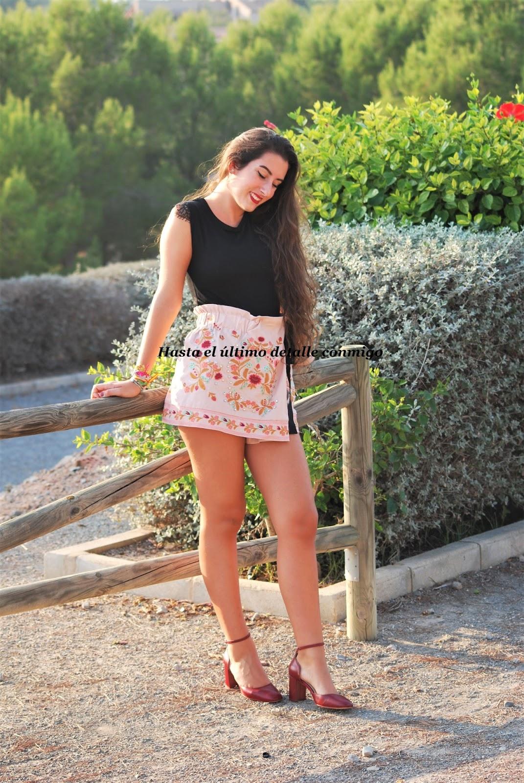 4dc223976 Cómo combinar una falda-pantalón - Hasta el último detalle conmigo