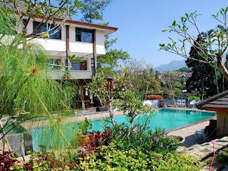 Kolam Renang Talita Bukit Raya Hotel yang Menggoda