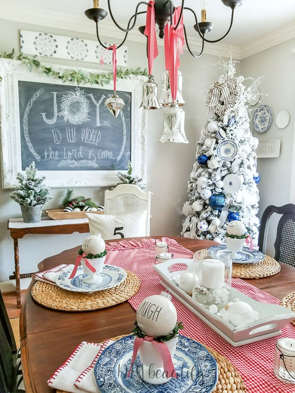 Christmas dining room decor with farmhouse style