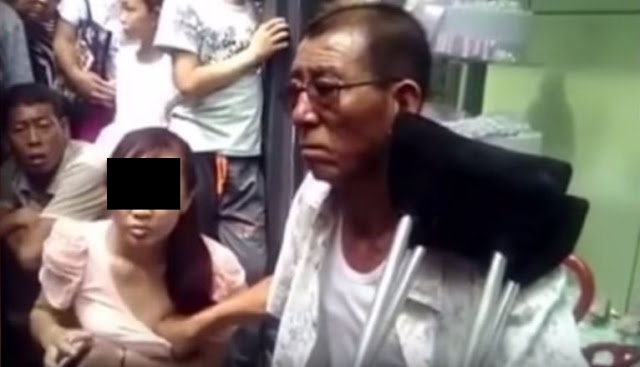 This Chinese Man Claims To Predict The Fortune Of A Woman By Touching Their Chests!