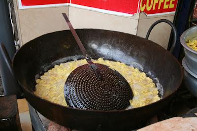 proses penggorengan keripik pisang
