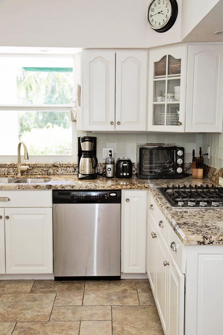cottage kitchen with granite