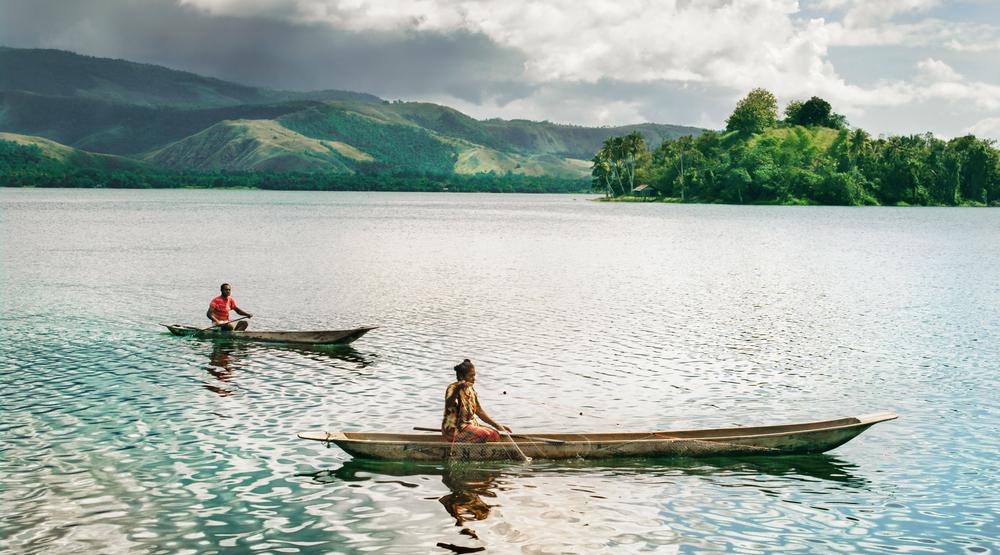 wisata religi indonesia wisata romantis indonesia perahu jaring ikan di wamena danau sentani