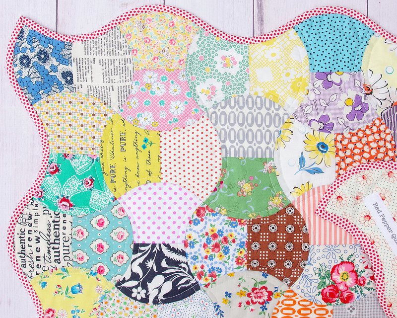 Scrappy Apple Core Quilt with bias binding | April 2018 © Red Pepper Quilts #redpepperquilts #applecorequilt #scrapquilt