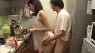 AVญี่ปุ่น พี่ชายเมาหลับจับพี่สะใภ้อึ๊บ ยืนเย็ดหีตอนเธอเข้าครัวทำกับข้าว