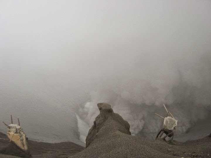 Climbing Mount Bromo Indonesia - Ummi Goes Where?