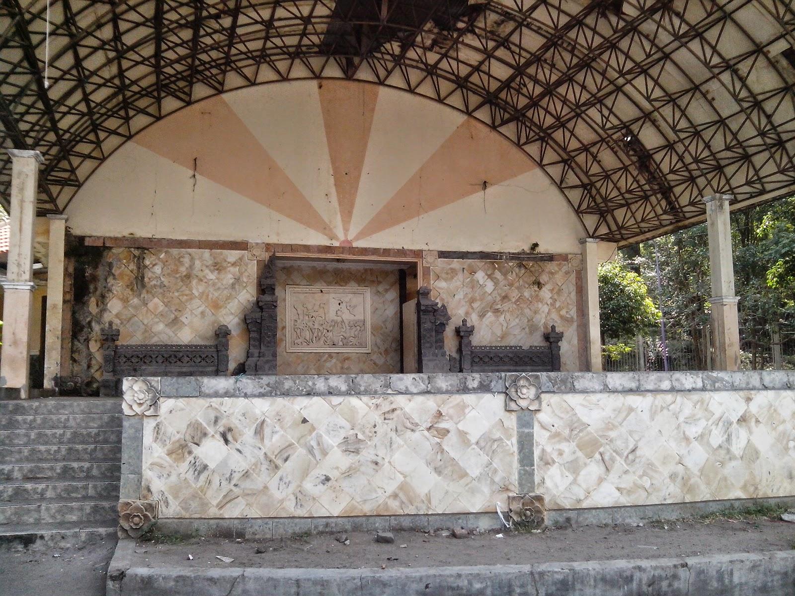 Panggung hiburan Taman Wisata Air Goa Selo Mangleng