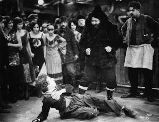"""Чарли Чаплин и Мак Суэйн в фильме """"Золотая лихорадка"""" (1925) - 11"""