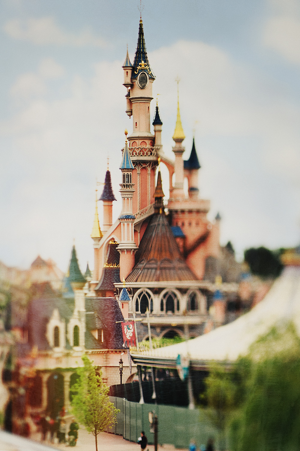 Lensbaby Edge 80 image of Disneyland in Paris in France