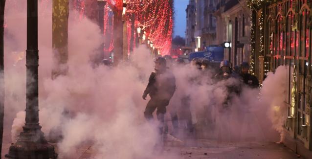 Γαλλία: Απίστευτες καταστροφές, 135 τραυματίες και 1.400 προσαγωγές