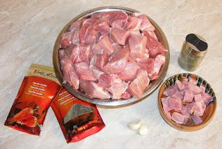 de ce ingrediente avem nevoie pentru ghiudem, retete cu carne si afumatura de posc, retete cu cimbru usturoi piper si boia, retete culinare, cum facem ghiudem de casa,