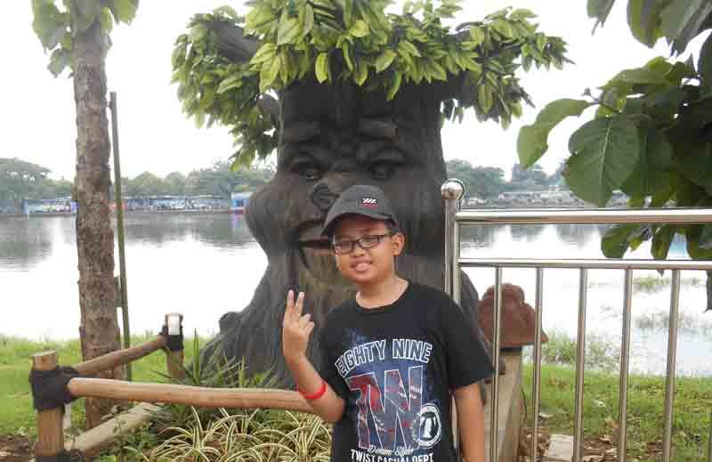 Taman Legenda Keong Mas Taman Mini Indonesia Indah